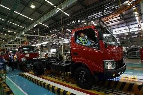 Pabrik Truk.  - Bisnis.com