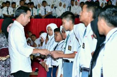 Di Tengah Kartu Kuning & Merah, Jokowi Dapat Rapor Biru