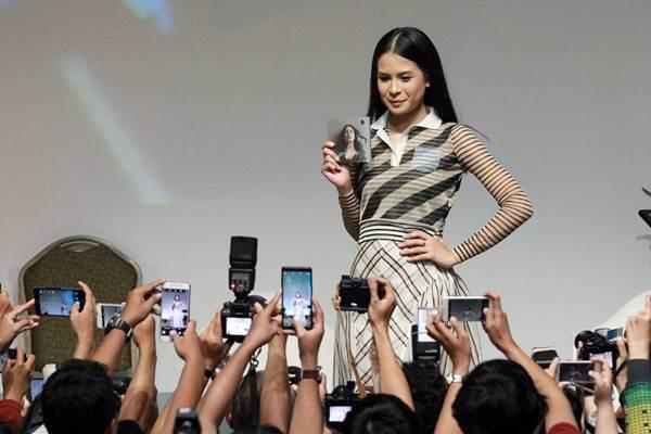 Artis dan penyanyi Maudy Ayunda berpose saat konferensi pers peluncuran album bertajuk Oxygen, di Jakarta, Kamis (15/2/2018). - JIBI/Dwi Prasetya