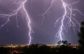 CUACA JAKARTA 16 FEBRUARI: Hujan Petir di Jaksel dan Jakbar