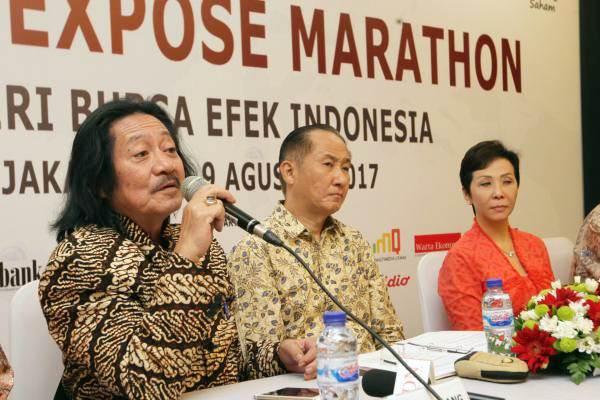 Direktur PT Indofood Sukses Makmur Tbk Franciscus Welirang (dari kiri), Direktur Paulus Moelonoto, dan Direktur Nerianty Setiawan memberikan penjelasan mengenai kinerja perusahaan, di Jakarta, Rabu (9/8). - JIBI/Dedi Gunawan