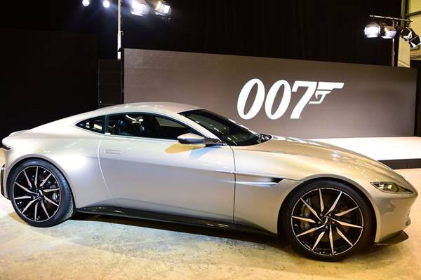 Aston Martin yang digunakan aktor David Craig dalam film Spectre - birminghampost.co.uk