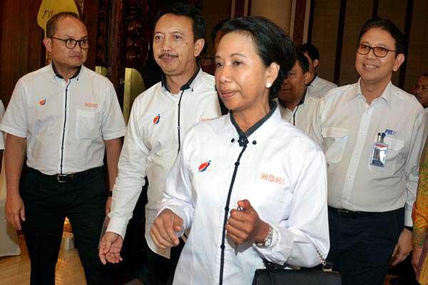 Menteri BUMN Rini Soemarno (kedua kanan) didampingi Dirut PT Len Industri Zakky Gamal Yasin (kiri), Dirut PT Dirgantara Indonesia Elfien Goentoro (kedua kiri), dan Dirut PT PAL Indonesia Budiman Saleh (kanan) menghadiri Rakor BUMN di Nusa Dua, Badung, Bali, Jumat (9/2/2018). - ANTARA/Wira Suryantala
