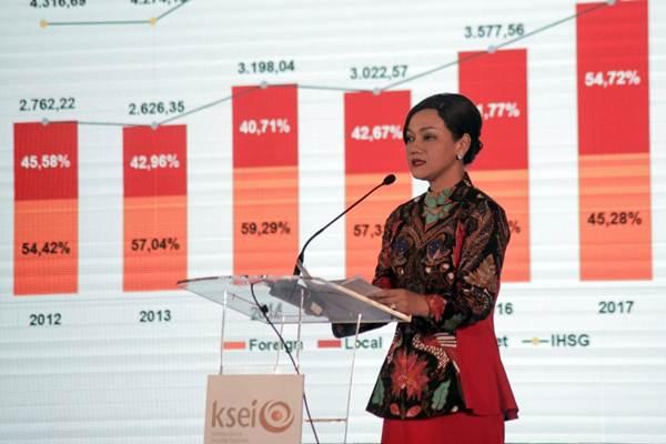 Direktur Utama PT Kustodian Sentral Efek Indonesia (KSEI) Friderica Widyasari Dewi memberi sambutan dalam perayaan 20 tahun berdirinya KSEI, di Jakarta, Rabu (24/1). - JIBI/Felix Jody Kinarwan