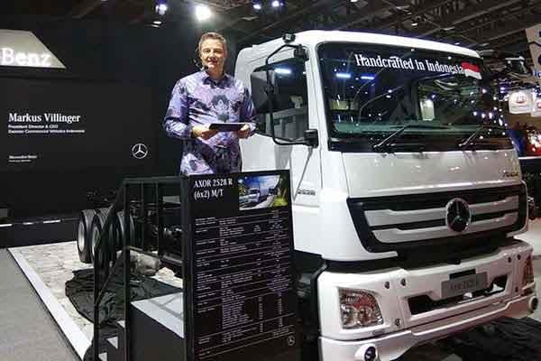 President Director dan CEO PT Daimler Commercial Vehicle Indonesia Markus Villinger mengumumkan peluncuran Mercedes-Benz Axor 2528 R di Gaikindo Indonesia International Commercial Vehicle Expo (Giicomvec) 2018, Jakarta Convention Center (JCC), Jakarta, Kamis (1/3 - 2018) / Bisnis.com, Muhammad Khadafi