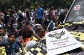 Aliando Kritisi Pemerintah Paksakan SIM A Umum Taksi Online