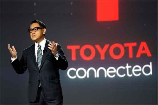 """Akio Toyoda, President Toyota Motor Corporation, mengumumkan """"e-Pallete"""", mobil konsep terbaru sepenuhnya otonom yang didesain untuk pengendaraan mengasyikkan, pengiriman paket barang, dan fungsi lainnya di CES di Las Vegas, Nevada, AS, 8 Januari 2018.  - REUTERS/Rick Wilking"""
