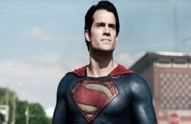 Henry Cavill Pemeran Superman Bantah Kabar Kematiannya