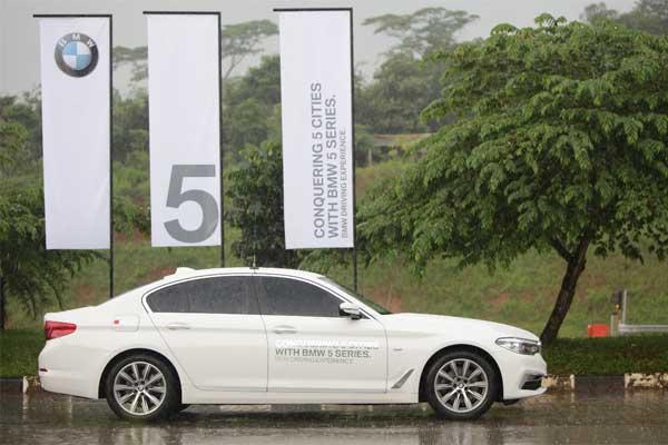 BMW Seri 520i menjelajah 5 kota pada Senin--Kamis (12--15/3 - 2018) /Bisnis.com, Muhammad Khadafi