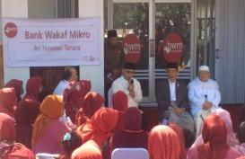 Bersarung, Jokowi Ajak Ngobrol Ibu-ibu Soal Pinjaman Bank