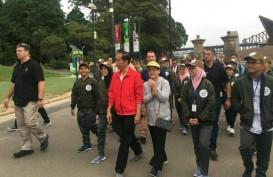 Jokowi Jalan Santai di Sydney Bersama 18 Remaja Indonesia