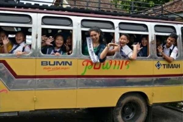 Bus Fuso Colt Pownis (1989) dari PT Timah Tbk, Pangkalpinang, Bangka-Belitung.  - haltebus