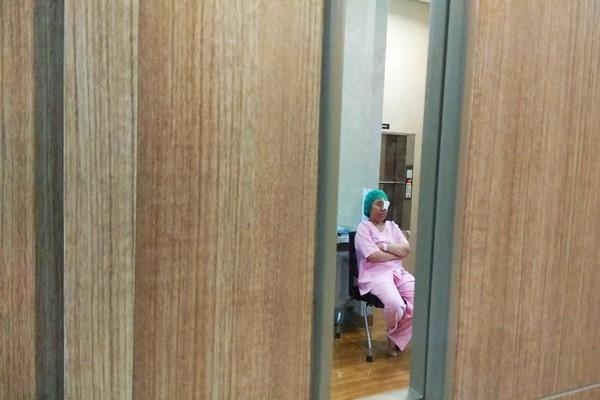 Seorang pasien yang sedang ditangani Rumah Sakit Mata JEC Kedoya. - JIBI/Yoseph Pencawan