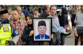Try Sutrisno : Probosutedjo Sering Bela Soeharto