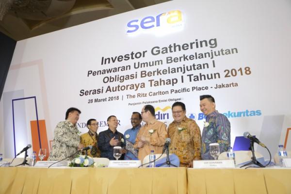 PT Serasi Autoraya (SERA) mengadakan investor gathering dalam rangka Penawaran Umum Berkelanjutan, Obligasi Berkelanjutan I Serasi Autoraya Tahap I Tahun 2018, pada hari Rabu 28 Maret 2018 di Hotel Ritz Carlton Pacific Place, SCBD, Jakarta. - Bisnis/Emanuel B. Caesario