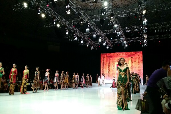 Fashion Show Anne Avantie - Asteria Desi