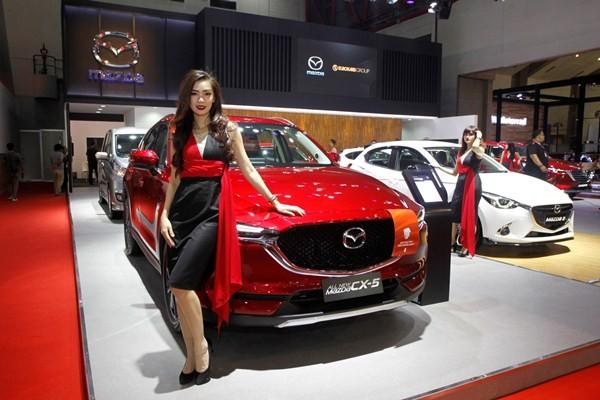 Model di depan Mazda All New CX-5 di IIMS 2018 - ist