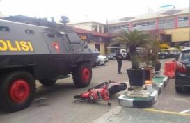 Dengar Bunyi Tembakan, Plt Gubernur Riau Terlihat Tegang