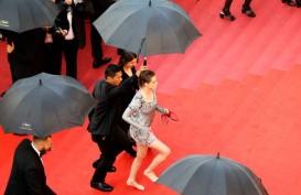 """Kristen Stewart Pilih """"Nyeker"""" di Festival Film Cannes"""