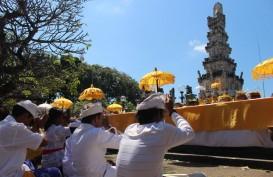 Masyarakat Hindu di Bali Merayakan Hari Raya Galungan