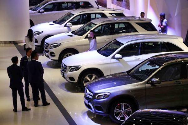 Mobil Mercedes Benz. - JIBI/Dwi Prasetya