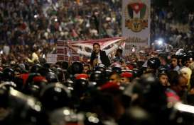 Rakyat Yordania Protes UU Pajak Baru, Raja Abdullah Panggil PM Hani Mulki