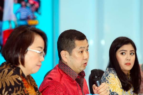 Chairman MNC Group Hary Tanoeseodibjo (tengah) memberikan penjelasan saat acara penawaran umum perdana saham PT MNC Studios International di Jakarta, Selasa (8/5/2018). - JIBI/Abdullah Azzam