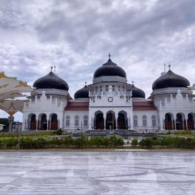 Berita Foto Menikmati Kemegahan Masjid Raya Baiturrahman Banda Aceh Bernilai Rp458 Miliar Kabar24 Bisnis Com