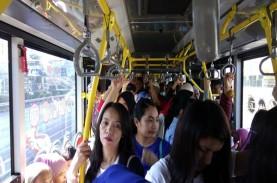 MUDIK LEBARAN 2018: Pengguna Bus Transjakarta ke Ragunan…