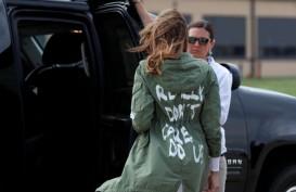 Kunjungi Penampungan Anak-anak Imigran, Jaket Melania Trump Jadi Perhatian