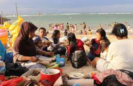 Warga Muslim di Bali Rayakan Lebaran Ketupat di Pantai Sanur