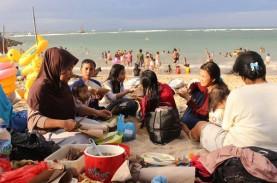 Warga Muslim di Bali Rayakan Lebaran Ketupat di Pantai…