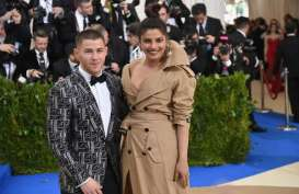 Priyanka Chopra Bawa Nick Jonas Temui Ibunya di India
