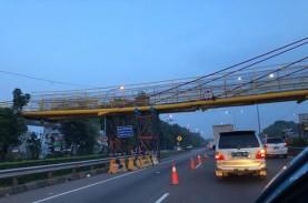 Jembatan Penyeberangan Orang di kawasan Tol Bambu…