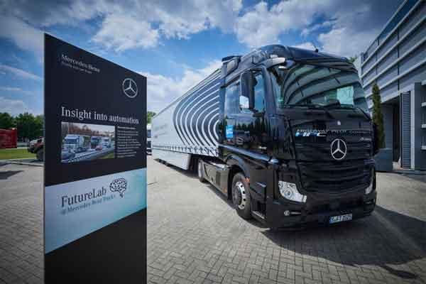Daimler terus memperluas kegiatan pasarnya untuk truk dan bus otomatis.  - Mercedes/Benz Trucks
