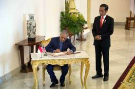 Jokowi Kenang Pengalaman Disopiri Mahathir dengan…
