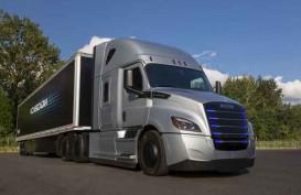 Daimler Serahkan 30 Truk Listrik Freightliner eCascadia & eM2 ke Pelanggan