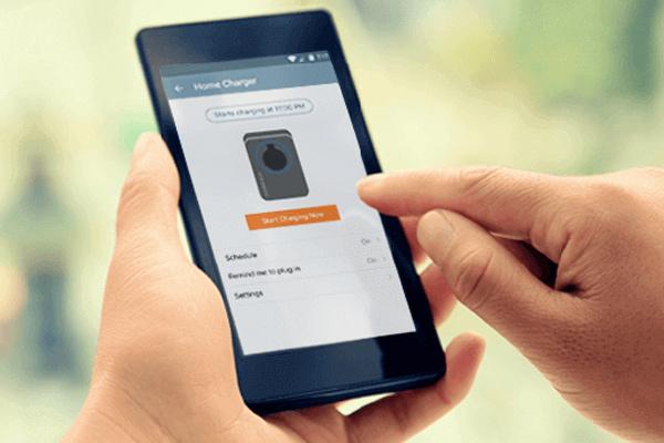 Solusi ChargePoint memungkinkan pelanggan mengatur pengisian dari mana saja.  - ChargePoint