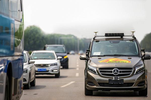 Pengemudian otonom adalah pilar utama dari strategi C.A.S.E..  - Daimler