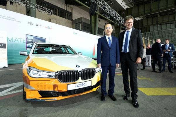 Ya-Qin Zhang, Presiden Baidu; dan Klaus Frhlich, Anggota Dewan Manajemen BMW AG.  - BMW Group