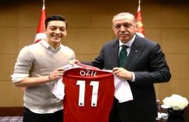 Ini Pembelaan Mesut Ozil Terkait Kritik Fotonya dengan Tayyip Erdogan