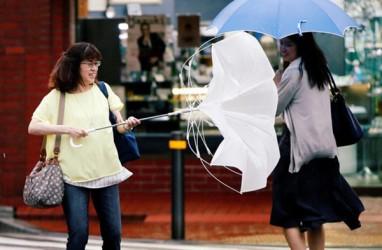 Topan Jongdari Serbu Jepang, 100 Penerbangan Dibatalkan