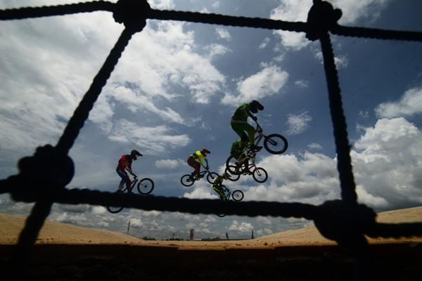 Ilustrasi balap sepeda BMX - Antara/Adeng Bustomi