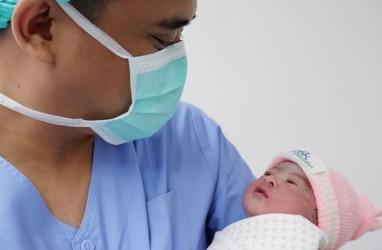 Unggah Foto Bayi Kahiyang Ayu, Begini Ungkapan Sukacita Jokowi dan Keluarga Bobby