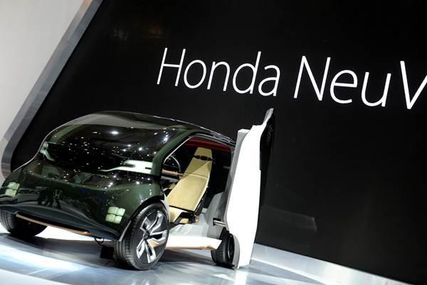 Mobil purwarupa Honda Neuv dipamerkan di ajang Gaikindo Indonesia International Auto Show (GIIAS) 2018 di ICE, BSD, Tangerang, Kamis (2/8/2018). - ANTARA/Zarqoni Maksum