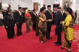 Presiden Jokowi Anugerahkan Tanda Kehormatan Kepada…