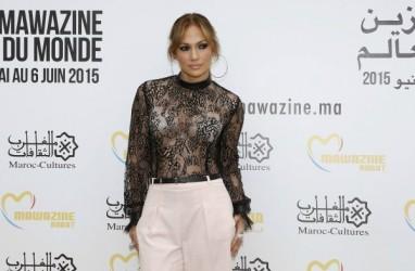 Kencan dengan Kekasih, Jennifer Lopez Habiskan Rp1 Miliar untuk 'Outfit'