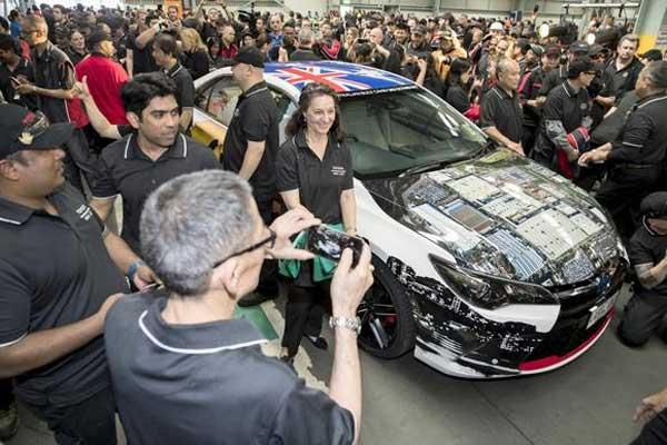 Mobil terakhir yang diproduksi Toyota di Australia. Toyota Motor mengakiri aktivitas produksi mobil pada 3 Oktober 2017.  - Toyota Motor