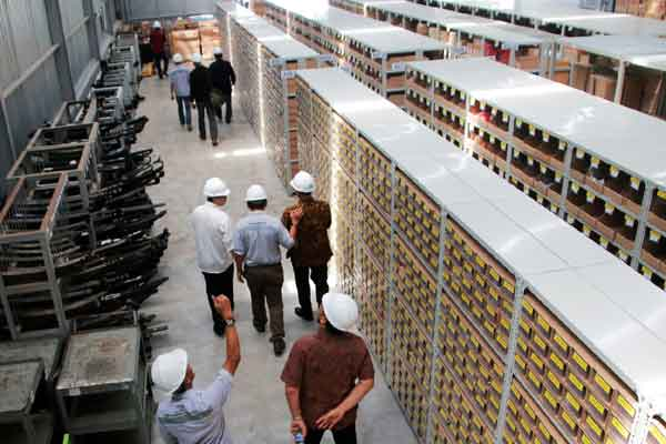 Truk -  Warehouse Hino Banjarmasin dengan area yang lebih luas hingga 800 meter persegi mampung menampung lebih dari 2000 suku cadang.  - hino