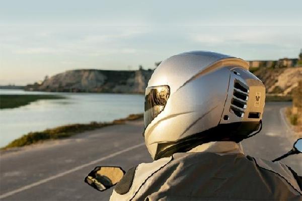 Feher meluncurkan helm berpendingin udara.  - Sumber rideapart.com